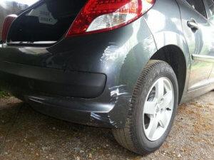 Как устранить мелкие царапины и сколы на авто?